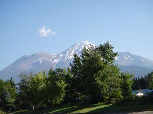 Dragon Cloud w Mt Shasta
